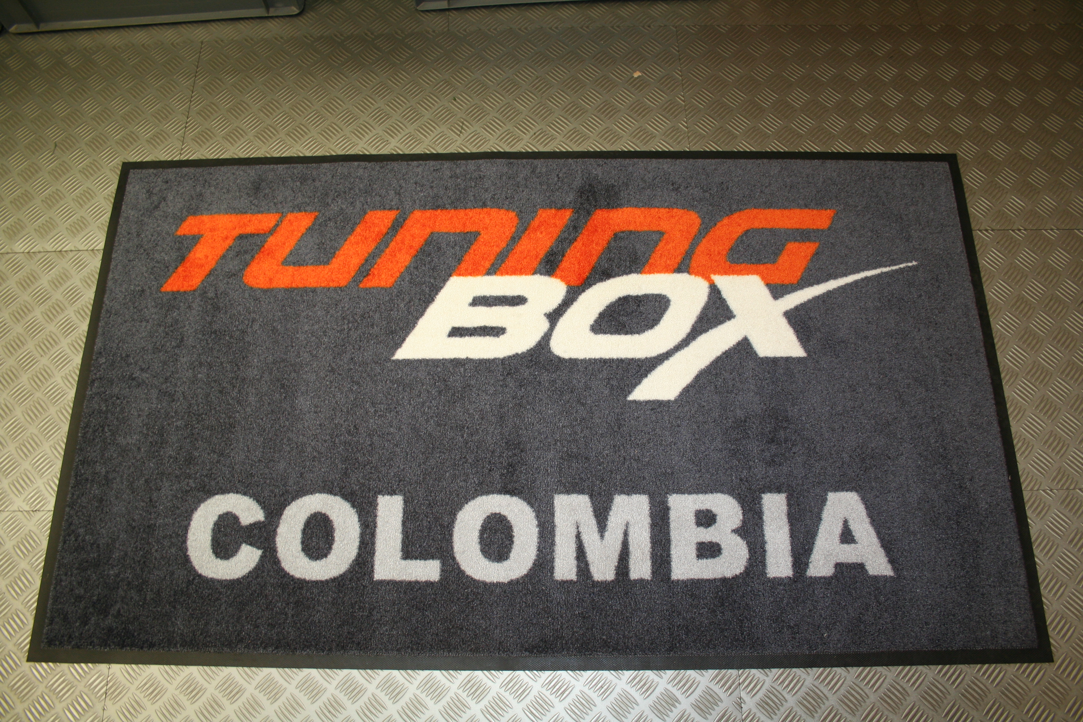 Tapis du2019entru00e9e personnalisu00e9 u00ab Made in Belgium u00bb pour la Colombie ...